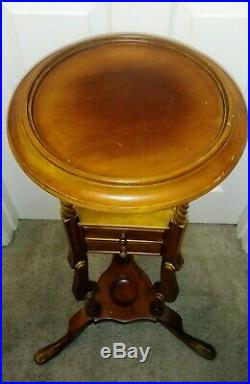 English Victorian Queen Anne Style Mahogany Wash Stand