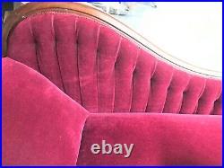 Excellent Antique Velvet Fainting Couch & Cushion